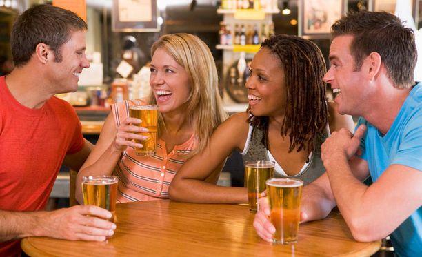 Baarissa on helppo solmia sosiaalisia suhteita.