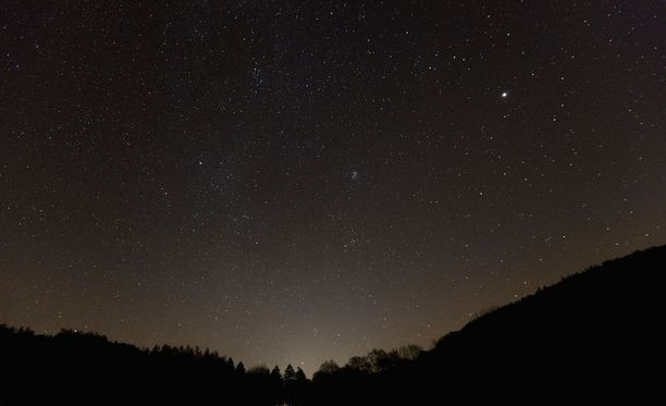 Eri puolilla Suomea havaittiin tiistaiaamuna taivaalla kirkas valoilmiö. Kuvituskuva.