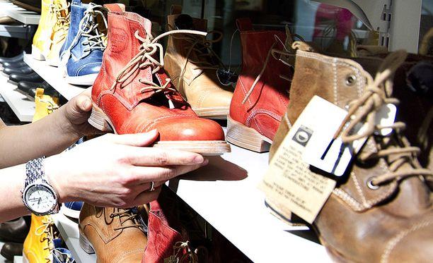 Varastetut kengät saivat viinahampaan särkemään. Kuvituskuva.