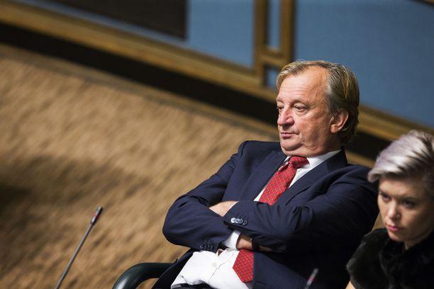Muiden kokoomuslaisten kansanedustajien mukaan Hjallis Harkimoa ei ole kiinnostanut käydä eduskuntaryhmän kokouksissa.