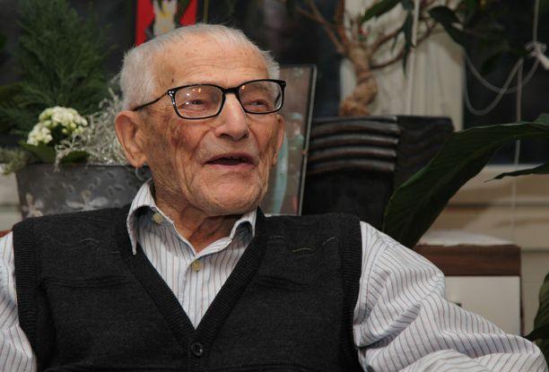 Hannes Hynönen syntyi tammikuussa 1913 ja kuoli marraskuussa talvisodan syttymisen muistopäivänä 2015.