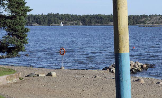 Kymmenvuotias tyttö joutui merihätään Helsingin Kallahdenniemen uimarannalla. Kolme sankarillista miestä pelasti hänet. Arkistokuva toiselta uimarannalta Helsingissä.