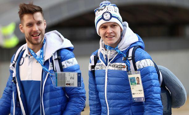 Vanhat Tappara-toverit Juha Metsola (oik.) ja Jukka Peltola nähdään molemmat ensi kaudella KHL:ssä. Peltola siirtyi Sibir Novosibirskiin.