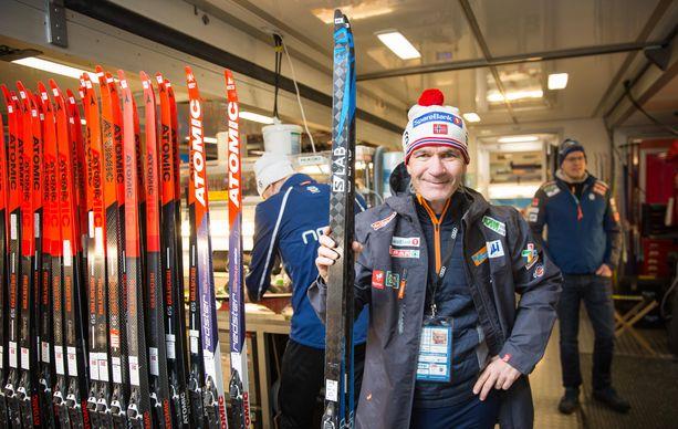 Norjan huoltoporukka kiertää sääntöjä. Kuvassa suksimies Ulf Morten Aune.