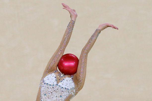 Mihinkäs se pää katosi? Yeon Jae Son näytti rytmisen voimistelun mallia Riossa.
