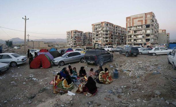 Iranin puolella Pole-Zahabin kaupungissa järistys tuhosi kerrostaloja.