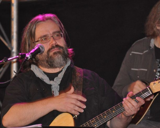 Esa Kaartamo, 56, tunnettiin muusikkona ja lauluntekijänä.
