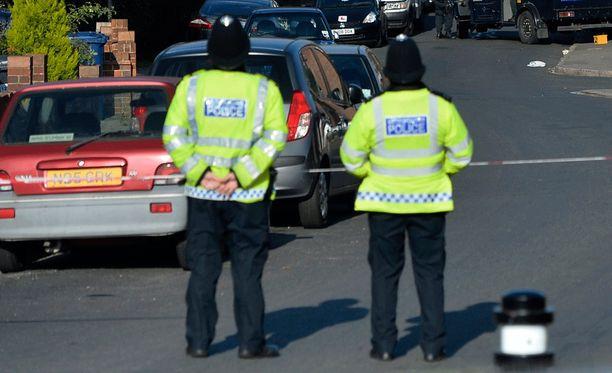 Poliisit joutuivat nuorten silmittömän hyökkäyksen kohteeksi Lontoossa. Kuvituskuva.