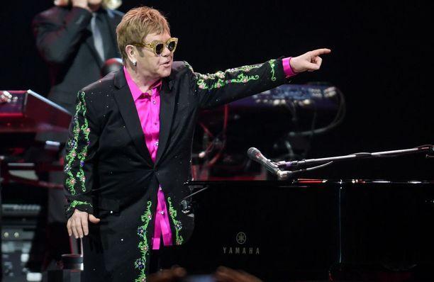 Elton John on käynyt Suomessakin lukuisia kertoja. Mies on kertonut julkisuudessa nauttivansa suuresti keikkailusta.