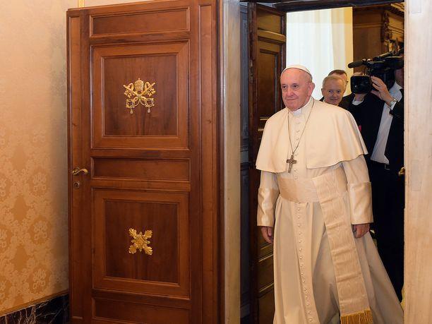 Paavi Franciscus ei innostu joulusta kulutushysteriana.