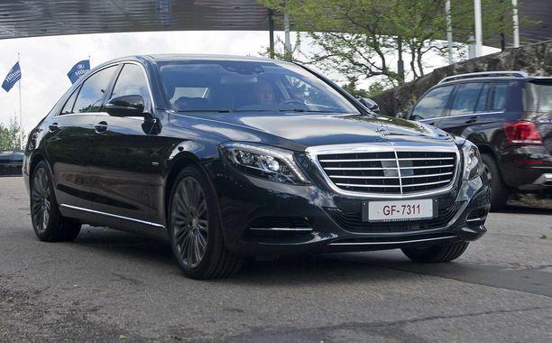 Isot luksusautot ovat tuontiautojen suosikkeja katumaastureiden ohella. Mercedes-Benz on ollut alkuvuonna suosituin merkki.