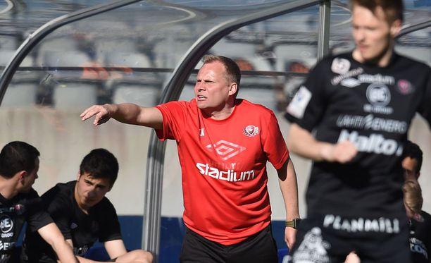 Toni Korkeakunnaksen komentama FC Lahti kaatoi HJK:n huhtikuussa.