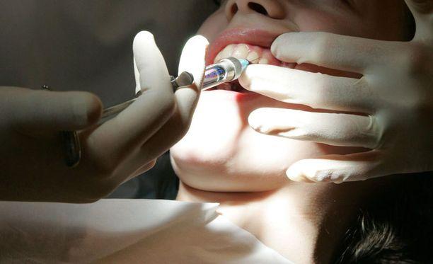 Jopa hammaslääkärin vuonna 1982 hoitamia asiakkaita kutsutaan seulontoihin.