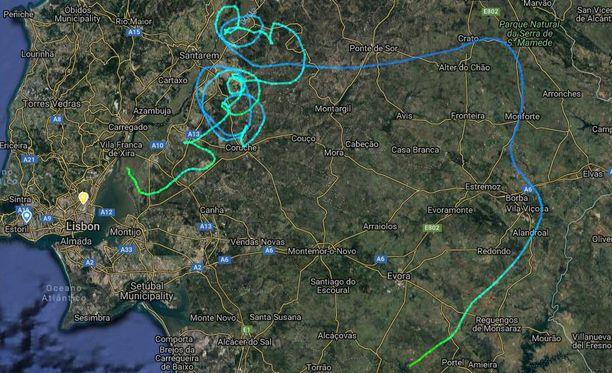 Lentokoneen hallintalaitteet menivät täydellisesti epäkuntoon ja kone liikkui hallitsemattomasti.