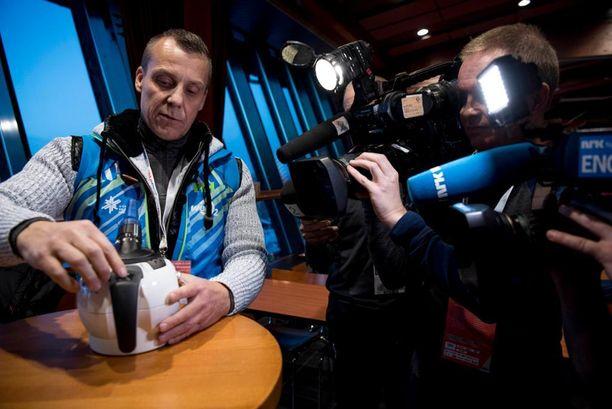 Kansainvälinen media kiinnostui hengityskoneen asiantuntijasta Ilpo Kurosesta.