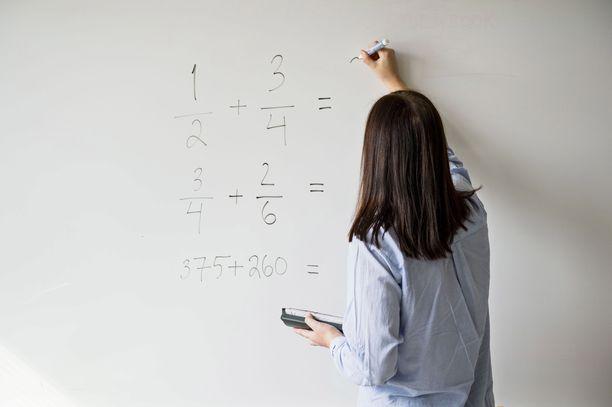 Ylivoimaisesti tärkeimpänä tukena opettajat pitävät lisäopettajien palkkaamista.