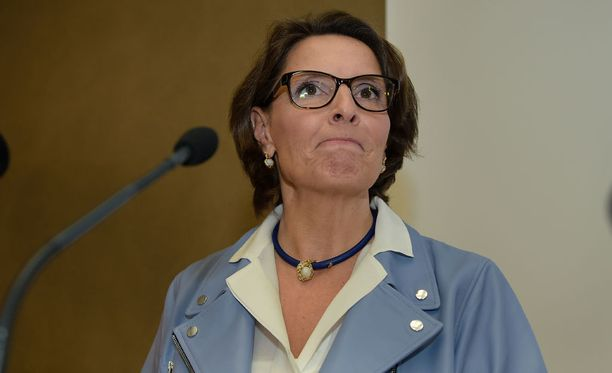 Ministeri Anne Berner liikenneverkkoyhtiön selvityksen julkaisutilaisuudessa tammikuussa.