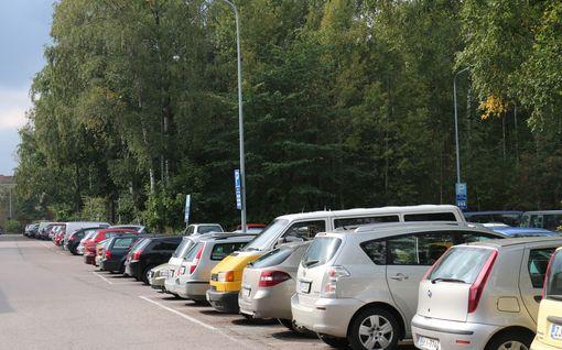 Kannattaako parkkiruutuun ajaa keula vai perä edellä? Tässä selvä vastaus