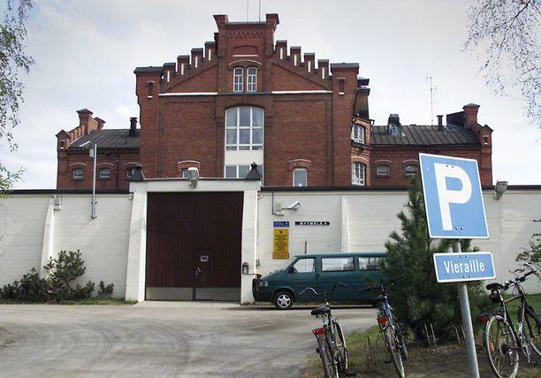 Oulun vankilan muurit eivät pidätelleet murhamiestä.