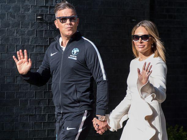 Robbie ja Ayda menivät naimisiin vuonna 2010. Pariskunnan perheeseen kuuluvat lapset Teddy, 5, ja Charlton, 3.