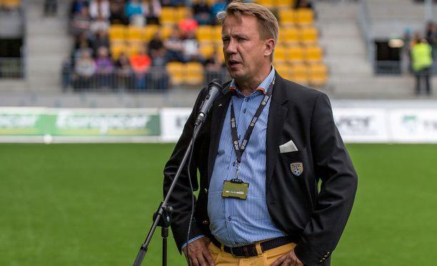 Raimo Sarajärvi hoitaa SJK:lle mahdollisimman hyvät matkustusjärjestelyt.