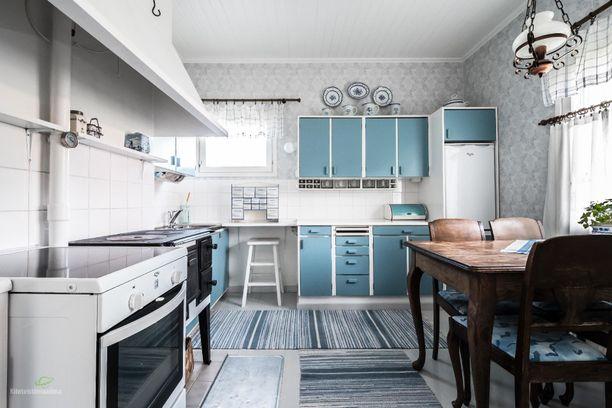 Vanhassa, mutta hurmaavasti remontoidussa kodissa on 80 neliötä.