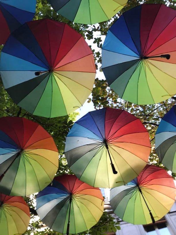 Sateenkaaren värit symboloivat ihmisten yhdenvertaisuutta.