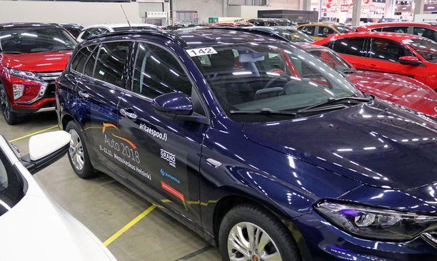 Messuvierailla on varaa valita: noin 200 autoa on koeajettavina.