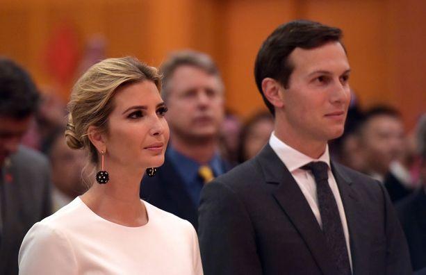 Presidentti Trumpin vanhempana neuvonantajana toimiva Jared Kushner ja Valkoisessa talossa niin ikään presidentin neuvonantajana työskentelevä Ivanka Trump. Kuvassa aviopari Washingtonissa syyskuussa 2017.