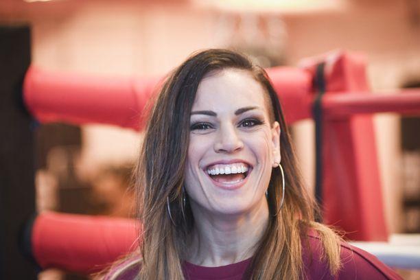 Nyrkkeilijä Eva Wahlström valmistautuu uransa ensimmäiseen ulkomailla järjestettävään ammattilaisotteluun.