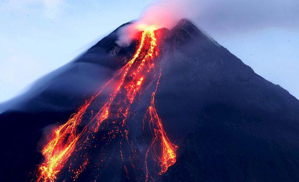 Mayon on aktiivinen tulivuori. Tämä kuva on vuoden 2006 purkauksesta.