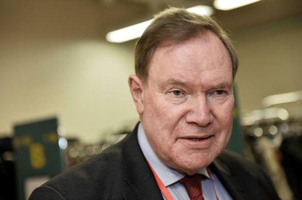 Paavo Lipponen ei usko, että 12 ministeriä riittää.