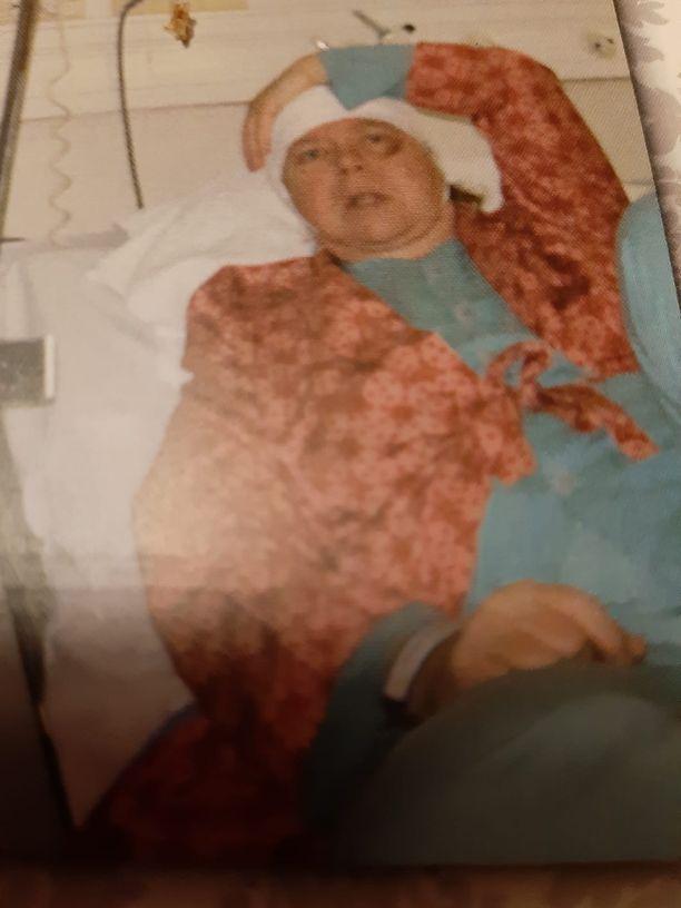 Ritva sairaalassa onnettomuuden jälkeen vuonna 2010.