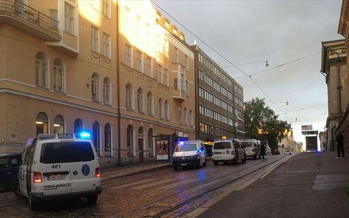 Legendaarisessa Pataässä-ravintolassa ammuttu Helsingin arvoalueella, yksi loukkaantunut – poliisi etsii mustahenkselistä epäiltyä