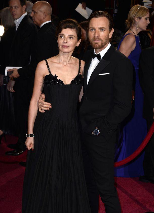McGregor ja Eve Mavrakis ehtivät olla naimisissa 22 vuotta. Kuvassa pari edustaa Oscar-gaalassa vuonna 2014.