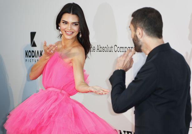 Kendall Jenner ja Giambattista Valli.