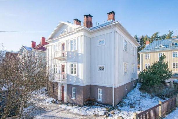 Tampereen Pyynikillä sijaitsevassa puukerrostalossa on myynnissä 75 neliön koti.