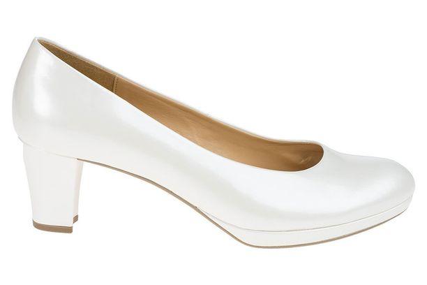 Maltillinen korko ja ohut platopohja varmistavat, että kengillä jaksaa tanssia pikkutunneille. Gabor 61-260 79,90 e