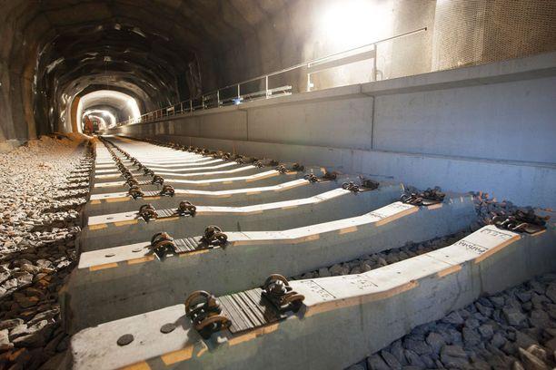 Länsimetron piti käynnistyä 15. elokuuta. Metroyhtiö kertoi kuitenkin viime viikolla, että metron avaaminen saattaa viivästyä kuukausilla.