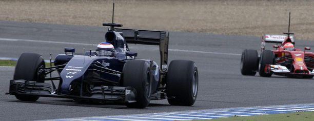 Valtteri Bottas pääsi Jerezissa Kimin ohi.