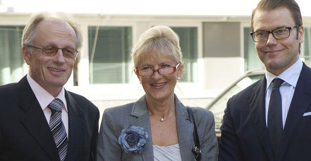 Prinssi Daniel tapasi ennen seminaaria Kuopion liikuntalääketieteellisen tutkimuslaitoksen johtajan Rainer Rauramaa ja Karoliinisen instituutin professorin Mai-Lis Helleniuksen.