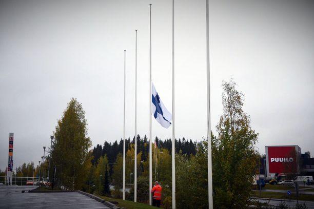 Kuopiossa oli suruliputus keskiviikkona. Torstaiksi koko maata on kehotettu suruliputtamaan.