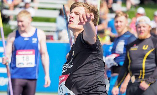 Oliver Helander voitti viime vuoden keihäskarnevaalit ja Kalevan kisojen hopeamitalin tuloksella 80,04. Elokuussa kauhavalla keihäs lensi 80,25.