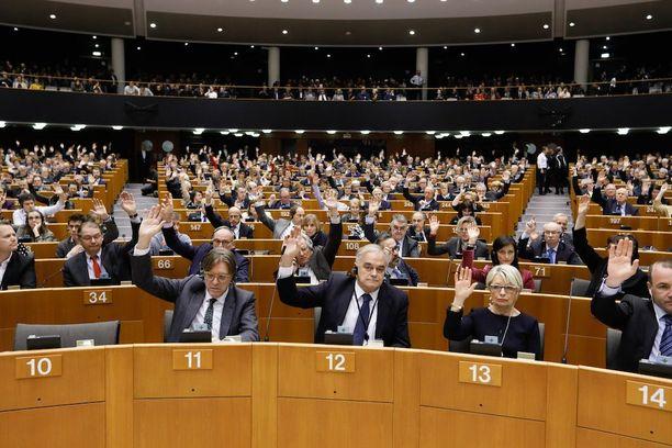 Europarlamentti haluaa viisumipakon amerikkalaisille.