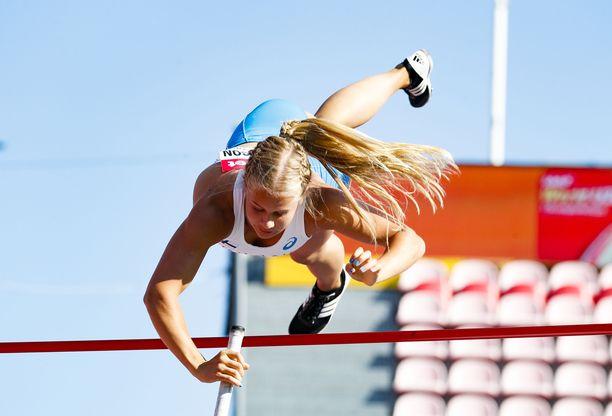 Saga Andersson hyppäsi ennätyksensä 442 kesällä 2017. Kuva nuorten MM-kisoista viime kesältä.