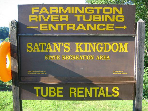 Satan's Kingdomissa pääsee vesille, vaikkei välineitä omistaisikaan. Kumiveneen voi vuokrata.