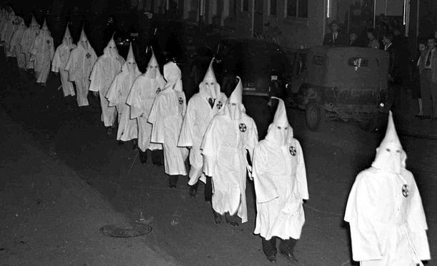 Ku Klux Klan perustettiin 1800-luvun lopulla Yhdyvalloissa. Tämä kuva on Georgian Swainsborosta vuodelta 1948.