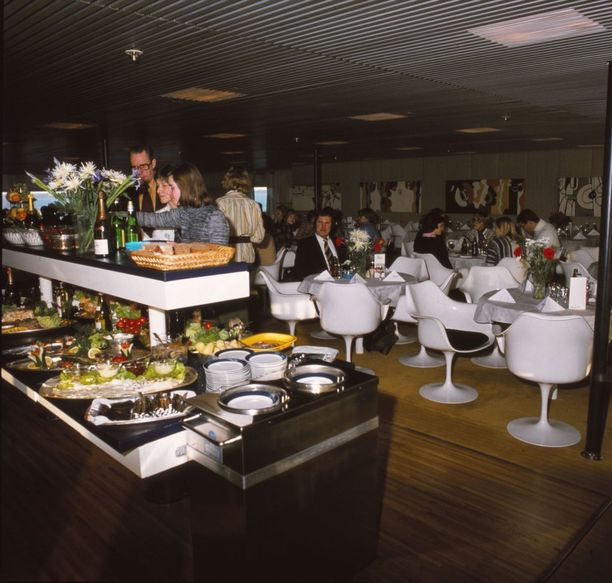 Fennian buffettipöydän herkkuja 1970-luvulta.