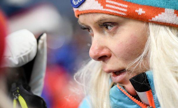 Mari Laukkanen itki torstaina Korean olympiaviestin jälkeen median haastattelualueella.