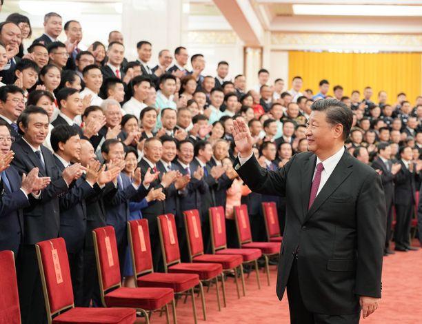Kiinan presidentti Xi Jinping pyrkii sementoimaan valtansa ennen ensivuoden puoluekongressia.